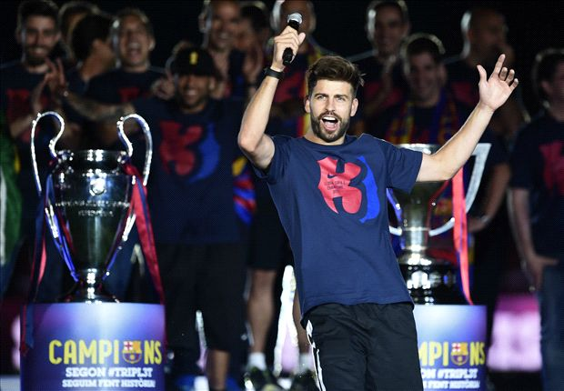 Pique Taunts Cristiano Ronaldo At Barcelona Trophy Parade Your Party Started All This