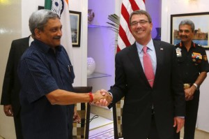 U.S. Defence Secretary Ash Carter (R) and India Defence Minister Manohar Parrikar shake hands after signing of agreements ceremony in New Delhi, India, June 3, 2015.