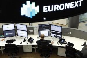 A stock market operator Euronext's universal analyst works in the market services surveillance room center at the new Euronext headquarters at La Defense business and financial district in Courbevoie near Paris, France, October 30, 2015. REUTERS/Benoit Tessier