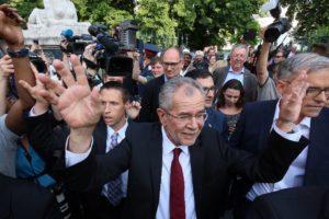 Austrian court overturns presidential election, orders rerun