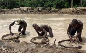 Red Cross finds 115 bodies in CAR diamond-mining town