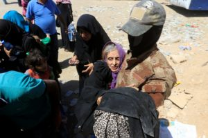 Islamic State mining Mosul to stop families fleeing as Iraqi forces advance