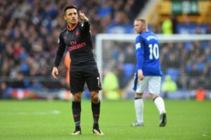Alexis Sanchez throws tantrum at Aaron Ramsey after failed pass during Everton clash